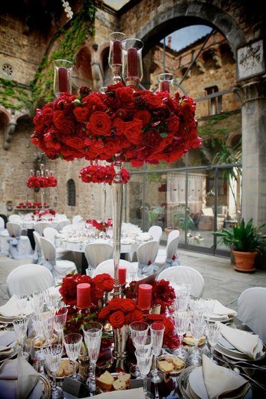 Table center in red, Vincigliata (TF)