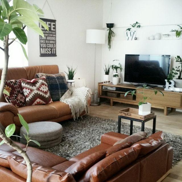 chieさんの、リビング,観葉植物,ソファー,IKEA,テレビ台,ニトリ,クッションカバー,ナチュラルインテリア,ニトリ照明,ニトリのクッションカバー,無垢材の床,グリーンのある暮らし,無垢の天井,コイズミ照明,のお部屋写真