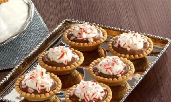 Tartelettes à la canne de Noël et au chocolat-------  Un dessert parfait à la menthe poivrée qui saura régaler durant la saison des fêtes!