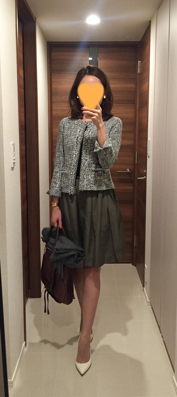 Jacket: NEWYORKER, Tee: Uniqlo, Khaki skirt: Nolley's, Bag: Chloe, White pumps: Jimmy Choo