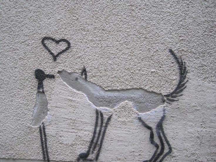 ...perchè la bellezza è negli occhi di chi guarda! ...crepa o amore? #streetart #amore #creatività #progettorisorseumane