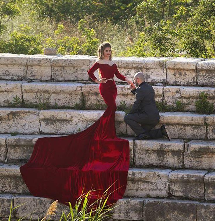 Купить Сексуальный сердечком шея открытые плечи длинный рукав бордовый выпускного вечера платье длинная поезд обычный составляют бархати другие товары категории Вечерние платьяв магазине Snow Queen Dresses StudioнаAliExpress. платье для танцев конкуренции и ткань тигра
