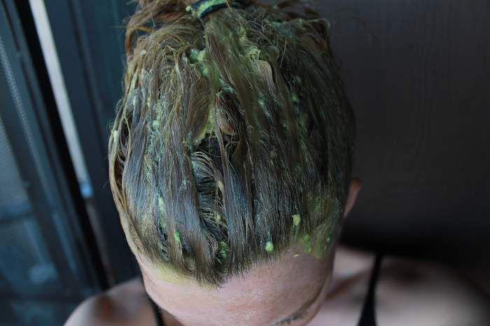 Evde yapılan kolay saç bakım maskeleri uygulayarak saçlarınız hiç olmadığı kadar güçlü ve sağlıklı olacak, hem yapımı kolay hem de maliyeti düşük.