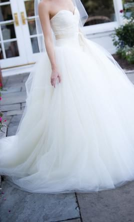 Vera Wang Bride Wars/Kate Hudson 4: buy this dress for a fraction of the salon price on PreOwnedWeddingDresses.com