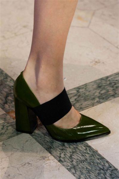 Scarpe, sandali, décolletées & Co: i modelli più cool visti alle sfilate di Milano Primavera Estate 2016