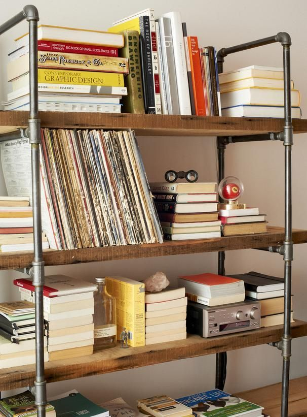 This Industrial Style Shelving Unit Was Built From Reclaimed Wood And  Pipes. Itu0026 An Easy And Inexpensive Bookcase Solution.