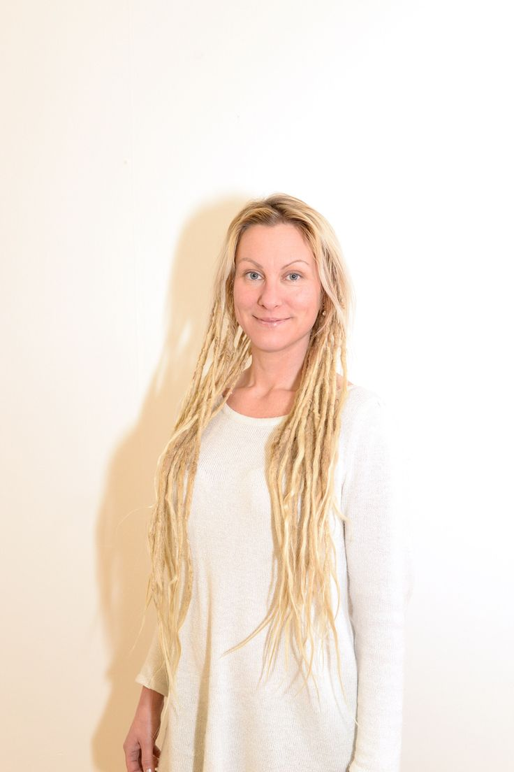 This is @ceciliahyren she has really thin fine typical Swedish hair. I know that many people think  that just because I have think hair I can't have dreadlocks. This is the prof of that just if you adapt the dreads after the hair then you can have dreads if you have fine hair. I think @ceciliahyren dreadlocks are about 3-4 years old if I remember correctly.