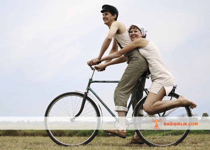 Yapılan araştırmalar, bisiklet sürmenin stres, tansiyon, guatr, bel ağrıları, obezite ve şeker gibi rahatsızlıklara iyi geldiğini gösteriyor. Metabolizmayı hızlandırır, fazla kilonun verilmesinde etkilidir. 30 dakika bisiklet sürerek yaklaşık 600 kalori yakabilirsiniz.