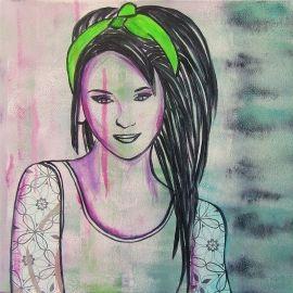 Schilderij voor de tienerkamer van een stoere meid met groene haarband en tatoeages. Het schilderij is handgeschilderd met acrylverf en bewerkt met graffiti.