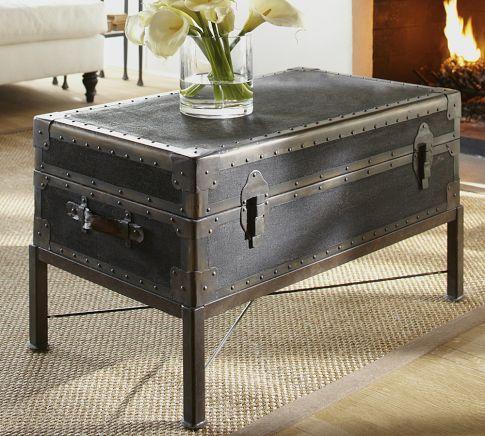 Ludlow trunk coffee table. Otra forma de usar un baúl.