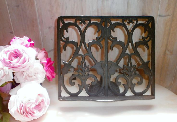 Vintage Lutrin de cuisine fonte noire ajustable/Vintage  Book Stand Holder Recipes Display Adjustable in black cast iron/Pupitre de cuisine de la boutique FrenchVintageByManue sur Etsy