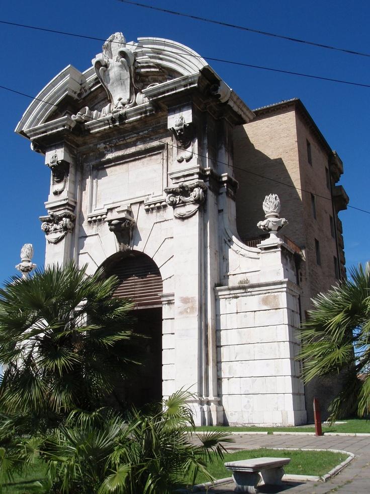 Porta Pia, antico accesso alla città di Ancona. In pietra d'Istria, di stile Barocco, riale alla seconda metà del settecento. #ancona #riviera del conero   #italy #marche #tourism #vacanze ,Porta Pia