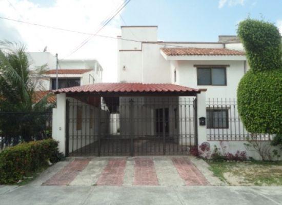 $3,150,000 MXN - Casa en Venta en Centro de Cancun muy amplia e impecable.