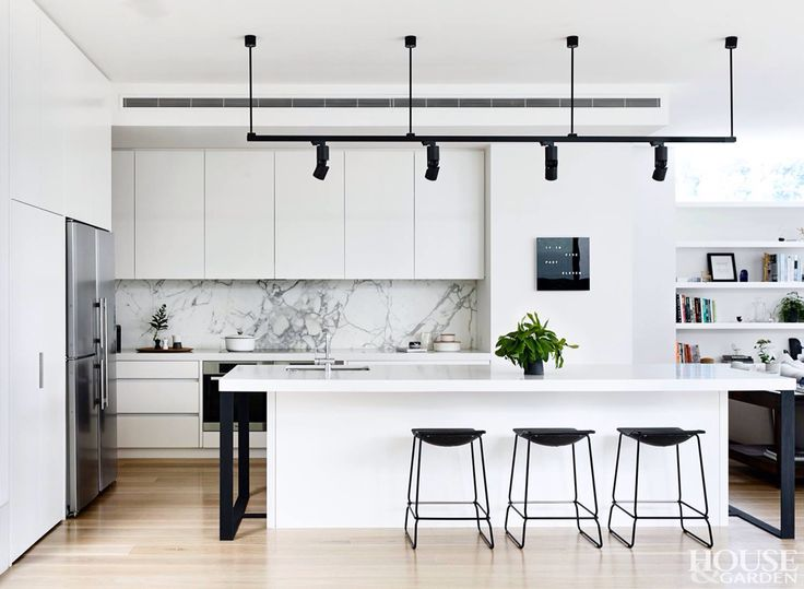 White Kitchen, marble splash back?