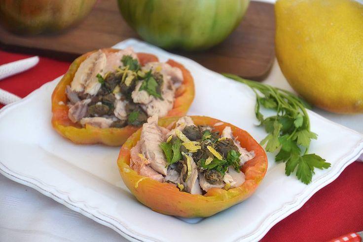 Pomodori ripieni di sgombro, scopri la ricetta: http://www.misya.info/ricetta/pomodori-ripieni-di-sgombro.htm