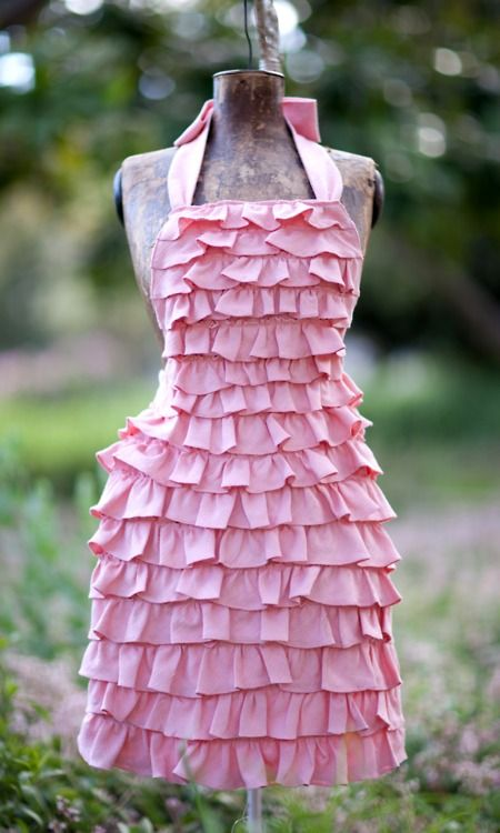 Pink Apron  ~*Holli*~ I so could make this !