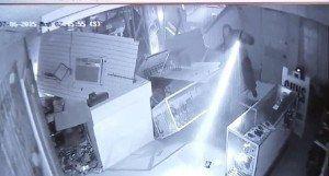 Gun Thieves Use Backhoe to Break into Texas Gun Shop [VIDEO]