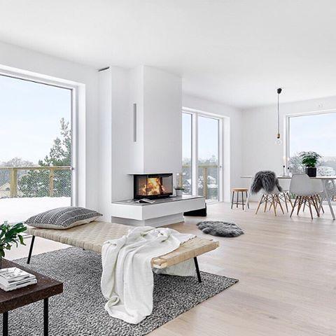 TILL SALU! Välkommen till Skurusundet! Två nybyggda arkitektritade villor med högt läge som bjuder på utsikt över Skuru. Här finns 4-5 sovrum, braskamin, altan i söderläge och två stilrent inredda badrum. Fristående varmgarage. Husen står inflyttningsklara och möjlighet till snabbt tillträde finns. Styling @scandinavianhomes för @fastighetsbyran