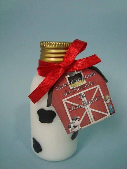 """Mini hidratante para lembrancinha de festa fazendinha. Dê s deus convidados esse mimo. lindo frasquinho com manchinhas de vaca escrito na tag """"Leite hidratante da fazenda""""  Acompanha tag personalizada.  Fragrância cheirinho de bebê  Conteúdo 60 ml R$ 3,50"""
