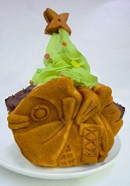 Japanese-Style Christmas Dessert: Fish-Shaped Pan Cake with Matcha Tea Soft IceCream (Asakusa Ninjya Taiyaki) クリスマスツリーたい焼