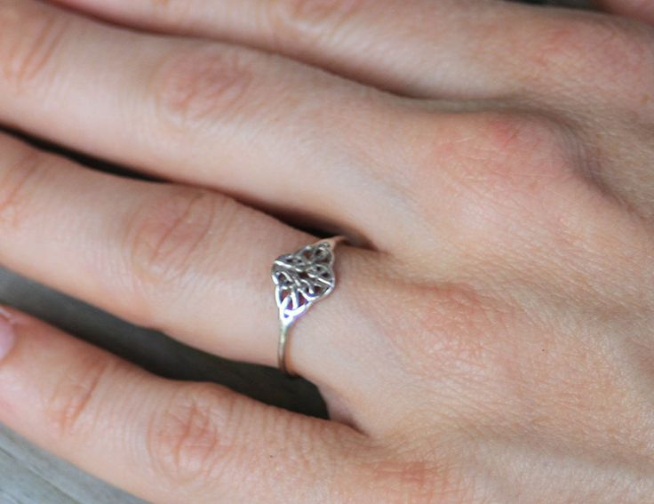 Sterling silver celtic knot ring, sterling silver ring, friendship, lover, women, eco friendly, statement, novelty, wedding door CapturedIllusions op Etsy https://www.etsy.com/nl/listing/167073884/sterling-silver-celtic-knot-ring