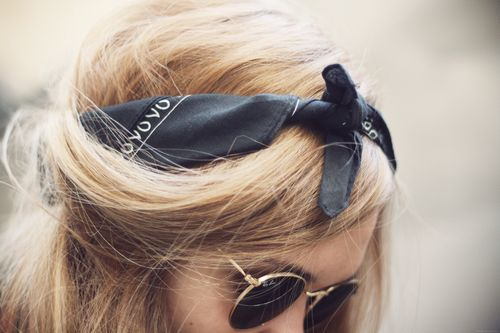 I think that these bandanas-as-headbands things are so vintage and cute.