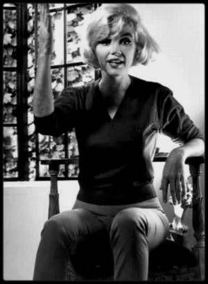 """4-9 Juillet 1962 / (PART II) DERNIERE INTERVIEW DE MARILYN CHEZ ELLE PAR RICHARD MERYMAN / Marilyn lui donna sa dernière interview pour le magazine """"Life"""", chez elle, à Helena Drive. L'interview avait été organisée par John SPRINGER de l'agence d'Arthur JACOBS ; lors de son dernier séjour à New York, Marilyn et John SPRINGER avaient rencontrés Richard MERYMAN au """"Savoy Plaza Hotel"""". Il s'agissait d'un démenti soigneusement préparé, Marilyn ayant demandé qu'on lui communique les questions…"""