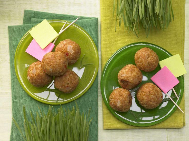 Geflügel-Bulgur-Bällchen Kicker - Familienessen (2 Erw. und 2 Kinder) - smarter - Kalorien: 447 Kcal - Zeit: 40 Min. | eatsmarter.de