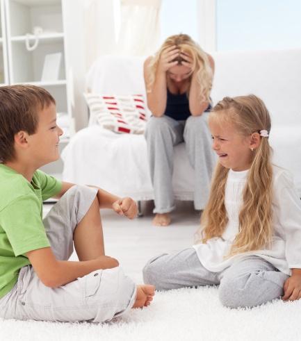 niños discutiendo 901x1024 Niños y niñas desobedientes