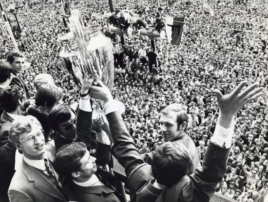 Europacup I, Feyenoord-Celtic. De huldiging van Feyenoord op het stadhuis aan de Coolsingel Rotterdam, Nederland 7 mei 1970.