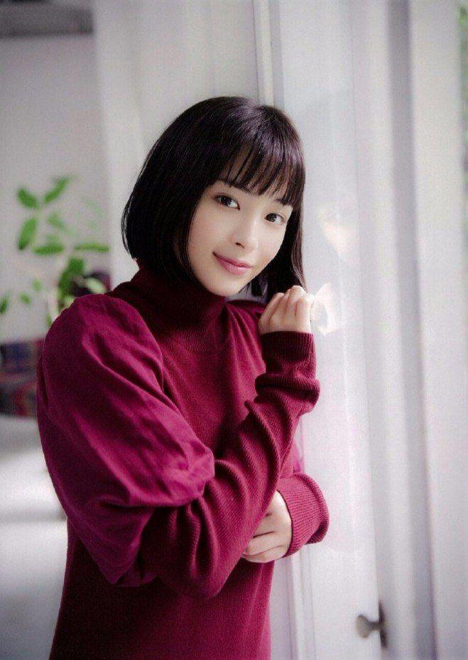Hirose Suzu for Nikkei Entertainment magazine