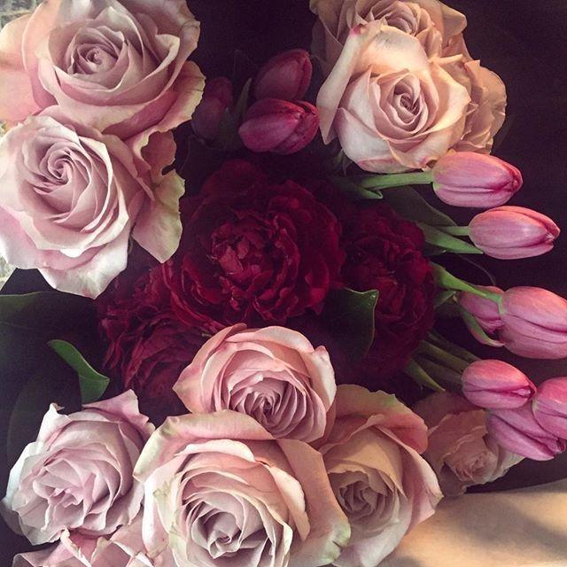 Happy Friday 🌸   Repost courtesy of @flowersbymillandco #alwaysmeantforyou #florist #flowermagic #flowersbymillandco #picoftheday #instadaily #sydney #roses #tulips #peonies #delivery #love  #pink #flowers #flowermagic #picoftheday #perfection #fridayflowers #tgif