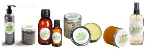 Alle nødvendige naturlige produkter til dig og din hud.   Gavepakken består af: Pebermynte, salvie og rosmarin-shampo, Himmel & Hav saltscrub, Fryd kropsolie, Glød kropsolie, Strandkant fodbadesalt, Vidundersalven, Morgensol sukkerscrub og SkinTonic.  Vær venligst opmærksom på, at det er Himmel & hav sæt i stedet for Lakridssæt.