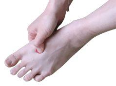 Věří se, že stimulace tohoto bodu pomáhá zlepšovat následující zdravotní potíže: zmírňuje bolesti hlavy snižuje bolesti zad snižuje vysoký krevní tlak mírní menstruační bolesti poskytuje úlevu bolavým a oteklým nohám odstraňuje nespavost a stavy úzkosti Kromě uvedených bolestivých stavů přináší i zlepšení v regulaci činnosti jater, jejich detoxikaci a následnou regeneraci.