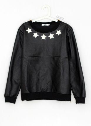 Kup mój przedmiot na #vintedpl http://www.vinted.pl/damska-odziez/bluzy/12912508-3-za-2-czarna-skorzana-bluza-z-gwiazdkami-i-zlotymi-zamkami