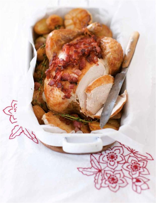 Kuře pečené na slanině a bramborách (www.albert.cz/recepty)