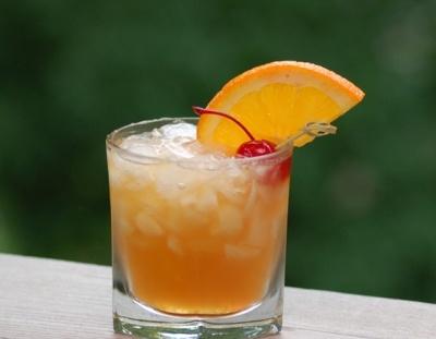 Олд-Фэшнд    Рецепт приготовления коктейля из бренди, биттера, сахара и долькой апельсина с вишенкой