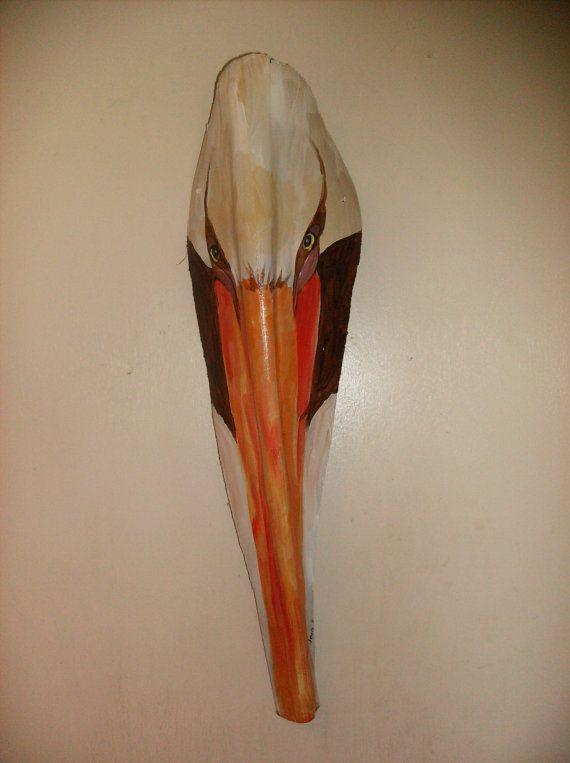 Cest lun de lart aimable sur une fronde de palmier. Les frondes que jutilise sont habituellement du palmier Reine qui sont très solides, presque comme un morceau de bois. La forme de ce palmier ma inspiré pour peindre une tête de Pélican. Frondes de paume est poncé et parés pour la peinture acrylique sallument en douceur. Quand jai fini, je couche avec vernis pour la protéger de la fronde. Il ny a cintre sur le dos et il peut être accroché à lextérieur en zone couverte, ou quelque part dans…