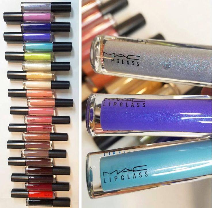 Labbra coloratissime e super glossy con i nuovi Lipglass @maccosmetics  Usciranno a fine marzo negli States e saranno proposti in tante nuove e spettacolari tonalità: dalle sfumature classiche del nude rosa e rosso ai toni pazzeschi dell'argento giallo e blu!  Qual è il vostro preferito?  (pic: @melissashiffer)  #mac #maccosmetics #maclipglass #gloss #lipgloss #lipglass #glossylips #colors #colours #makeup #news #makeupnews #preview #instamakeup #beautyblogger #bblogger #beautydea
