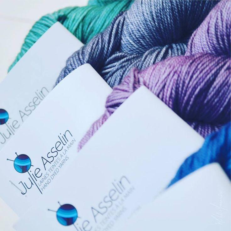 Voici les choix de couleurs d'écheveaux de laine de Julie Asselin que nous avons utilisés pour notre livre : Le tricot, un art à transmettre. Offert dans plusieurs magasins à travers le Québec.