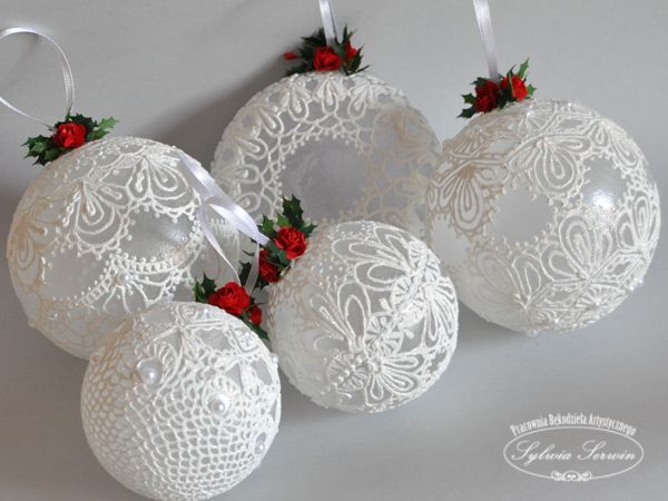 Baubles with an imitation lace | · Christmas BaublesChristmas TreeChristmas DecorationsChristmas IdeasChristmas ... & 400+ best noel images on Pinterest | Christmas crafts Xmas and Atelier