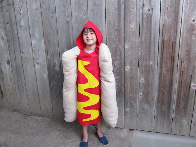 A D.I.Y. hot dog tutorial using very basic sewing techniques, felt, and fleece fabrics, and pillow stuffing.