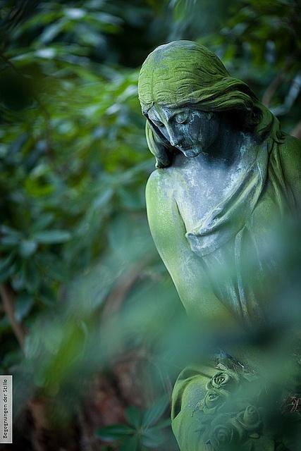 ¡Acuérdate de mí!... Cerca a mi tumba  no pases, no, sin darme una oración; para mi alma no habrá mayor tortura que el saber que olvidaste mi dolor.  (((Lord Byron)))