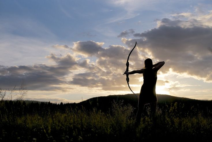 What Is A Recurve Bow? Recurve bows are great for everybody who doesn't like the futuristic looking compound bows, but still want to use sights and other equipment to help him improve his accuracy. http://www.myarcherycorner.com/the-best-recurve-bow-for-beginners