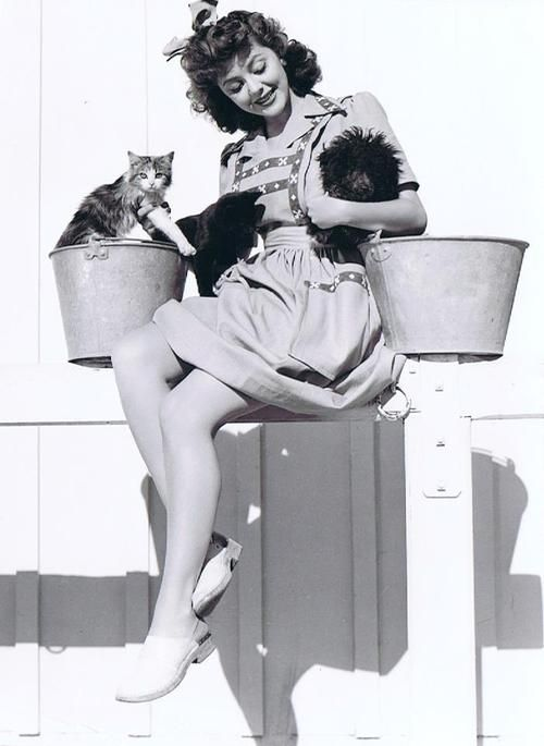 0 Ann Rutherford with cat and dog