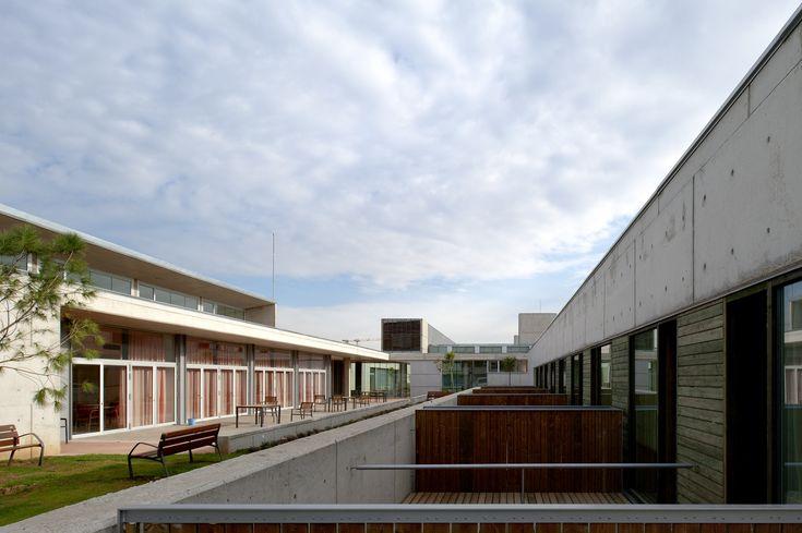 Edificio Sociosanitario del Parque Hospitalario Martí i Julià / Brullet Pineda Arquitectes