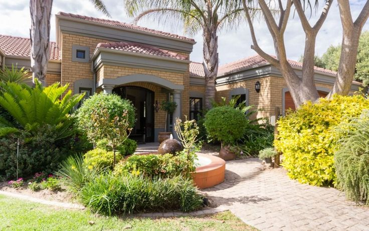 3 Bedroom House For Sale in Eversdal Heights Contact:  Lindie Gaigher 082 718 7043  021 910 1697 Web Ref 1633105