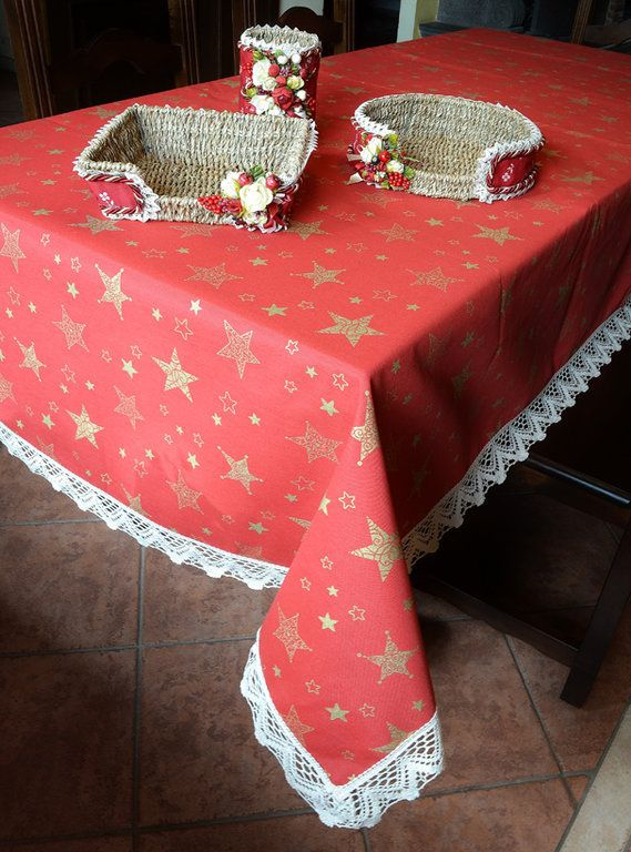 GOLDEN STAR TABLE CLOTH - PatriziaB.com  The magic of Christmas explodes with all of its enthusiasm in this charming table cloth patterned with sparkling golden stars