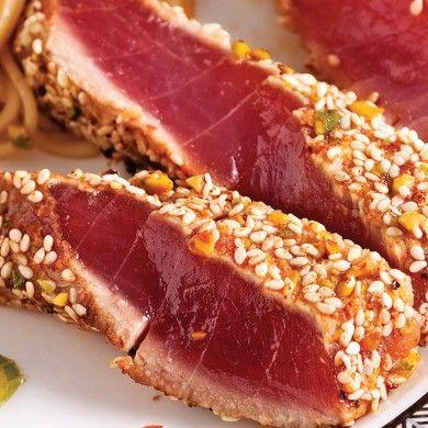 Tataki de thon au sésame - Recettes - Cuisine et nutrition - Pratico Pratique. Featured by A Hedgehog in the Kitchen. www.ahedgehoginthekitchen.com.
