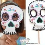 Paper plate skeleton mask for Halloween
